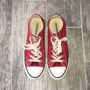 Chuck Taylor red lowtop converse